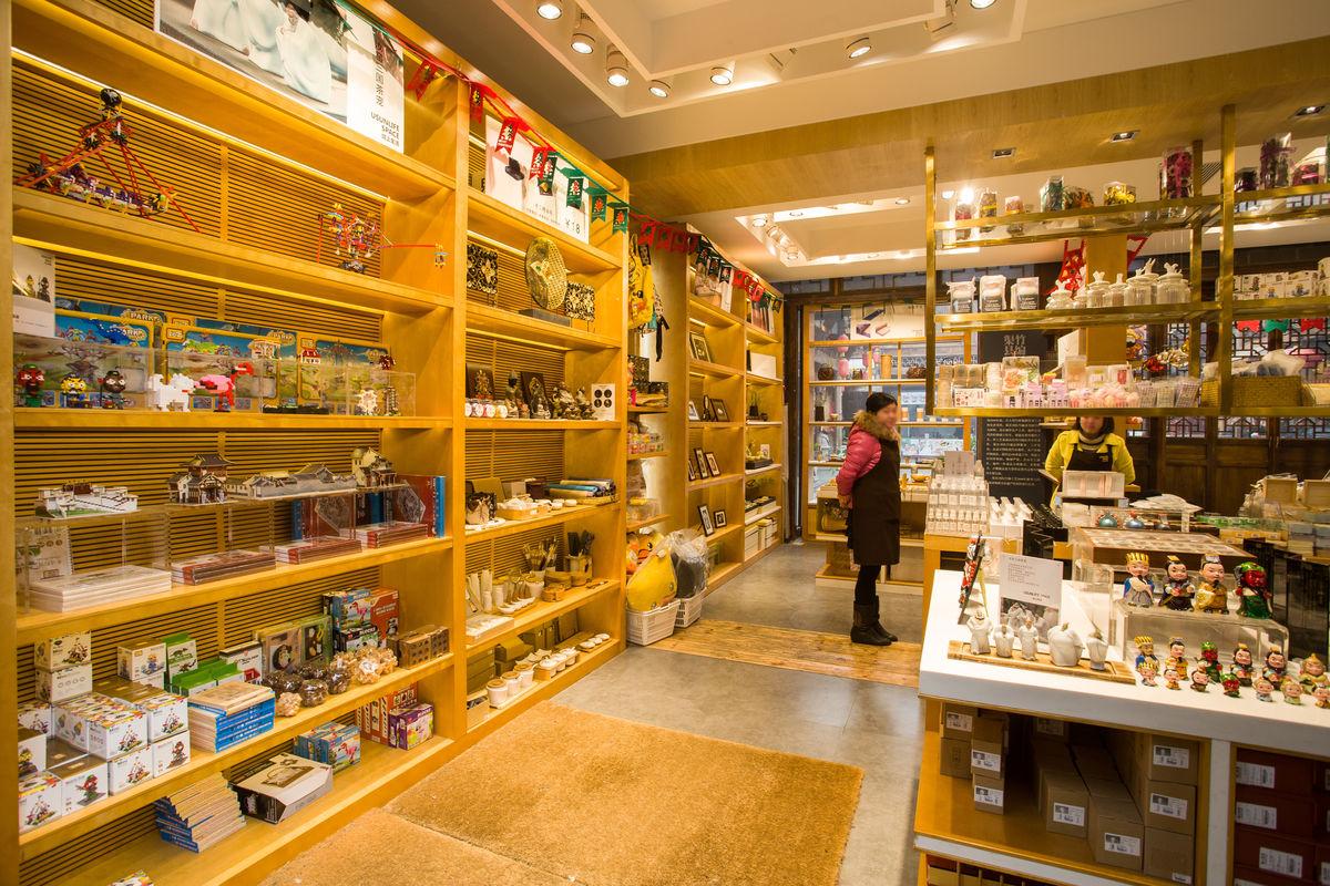店面店铺,商业空间,旅游商业,货柜货架,锦里纪念品商店内景,卖场空间图片