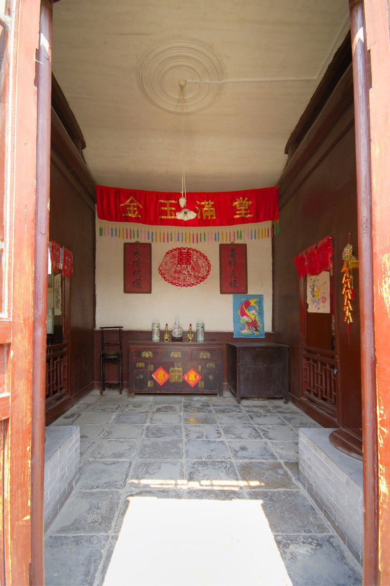 石家大院,婚俗展室,堂屋,中式家具,婚庆装饰,剪纸,杨柳青年画,木柜图片