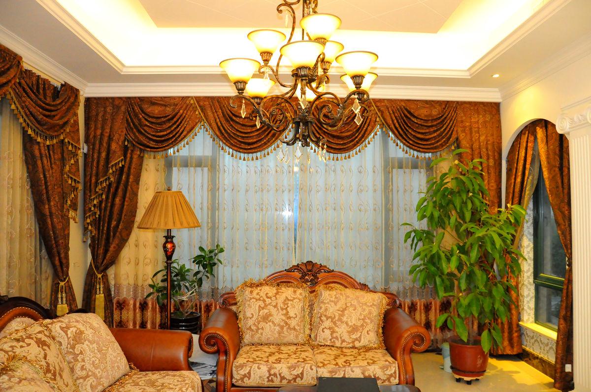 欧式客厅,家具,家居,沙发,窗帘,窗纱,欧式吊灯,绿色植物,观赏植物图片