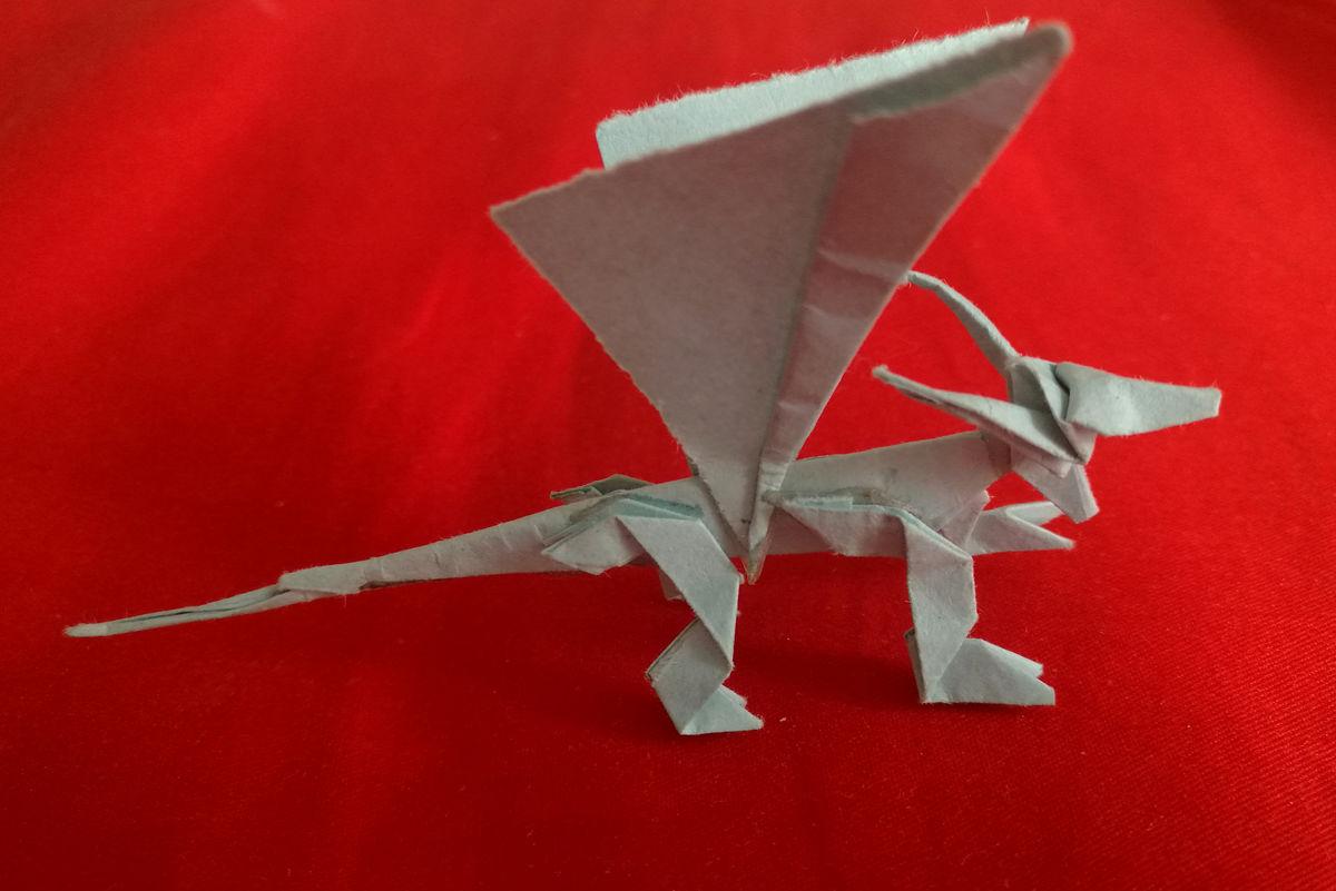 纸飞龙图片