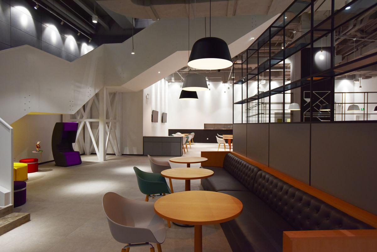 现代简约风格的咖啡厅图片