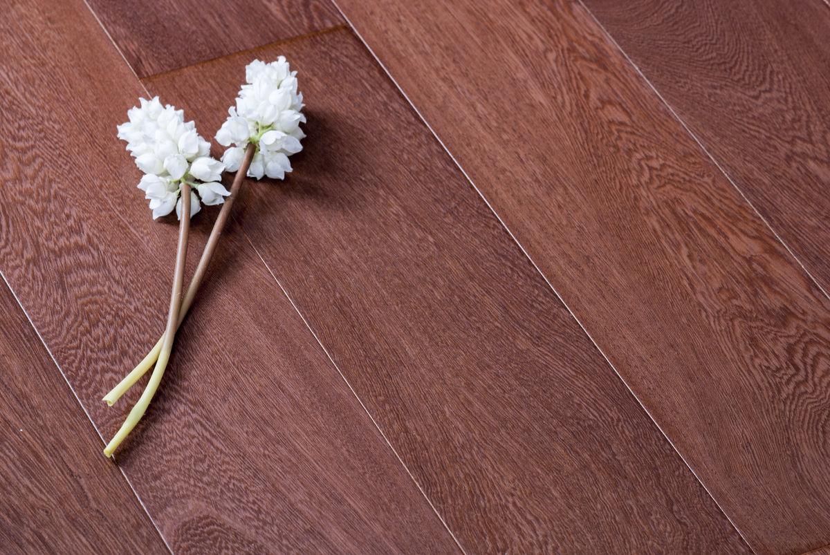 棕色欧式地板横构图图片