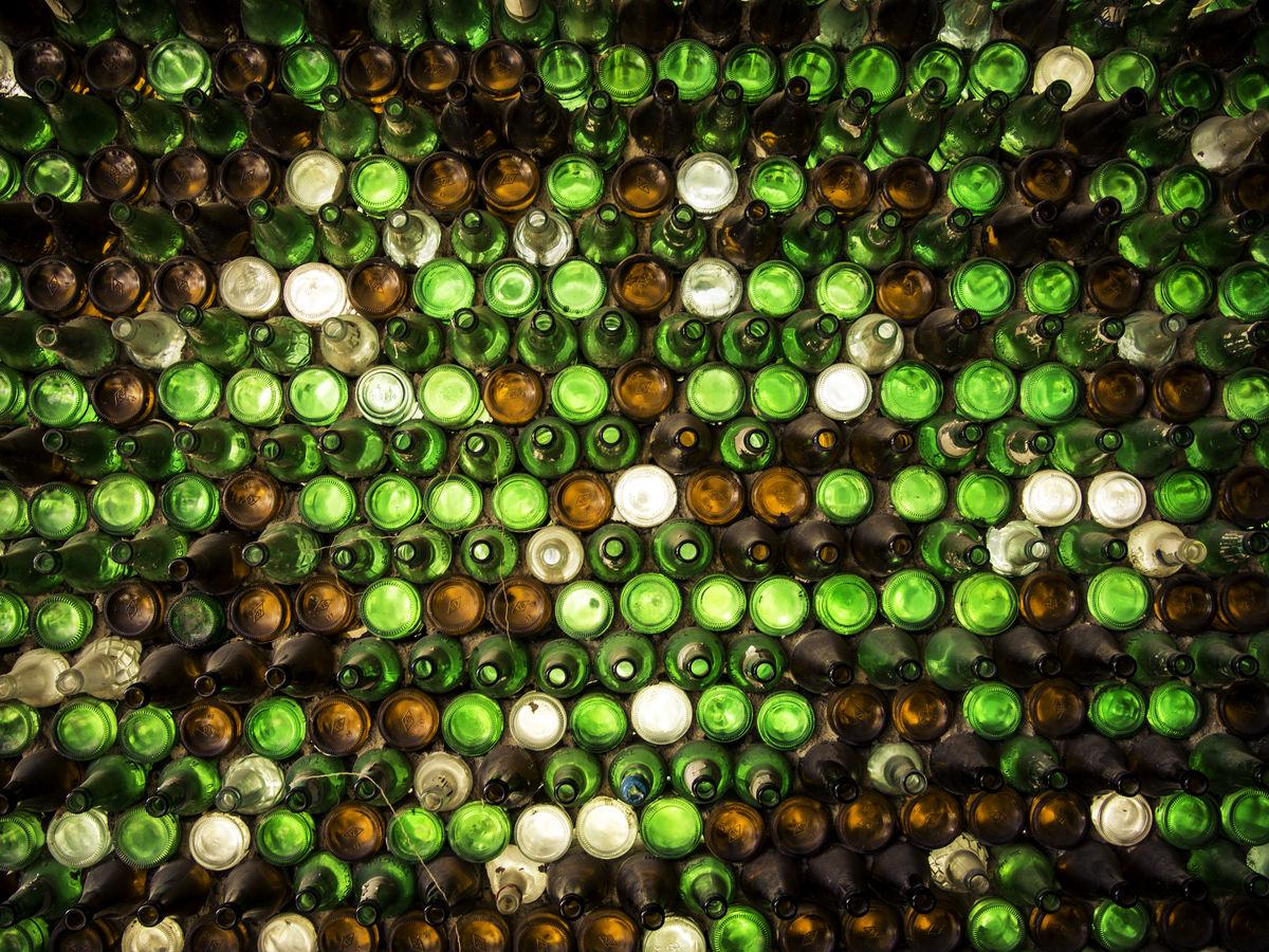 啤酒瓶墙图片