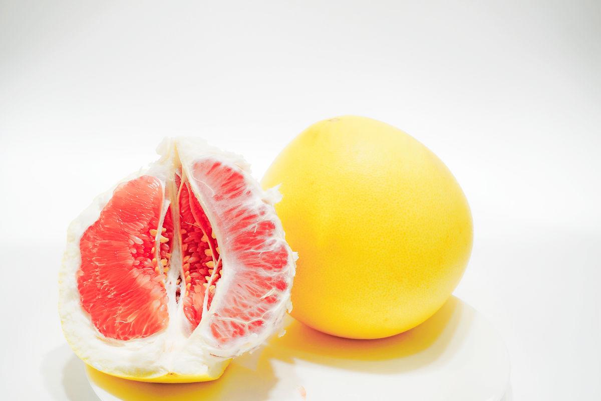 红肉柚子 红心柚子 蜜柚图片