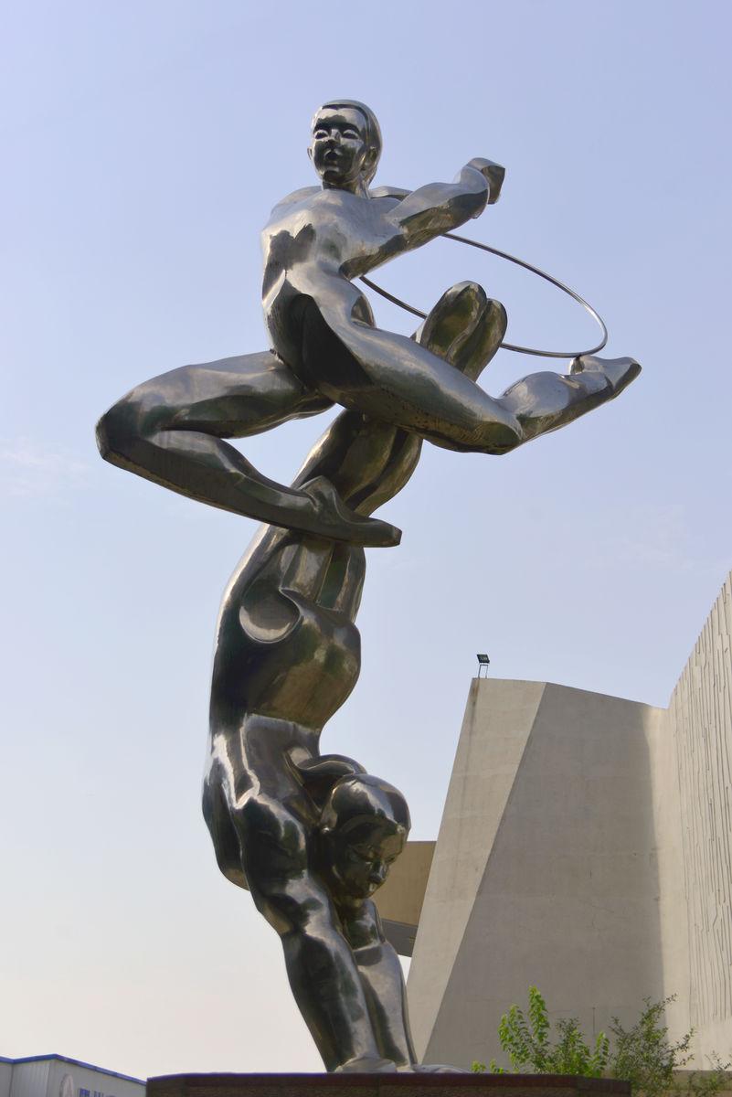体育运动雕塑,艺术体操雕塑,体操运动塑像,不锈钢雕塑,体操运动员图片