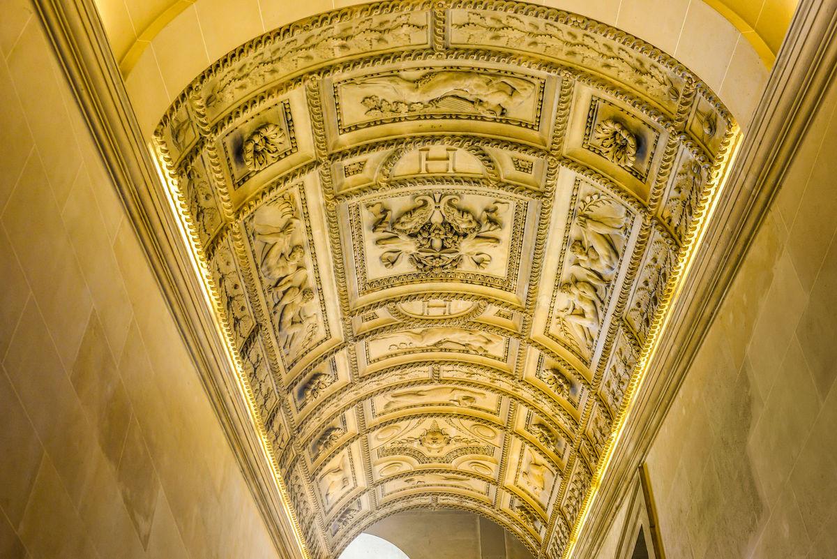 法国卢浮宫穹顶图片
