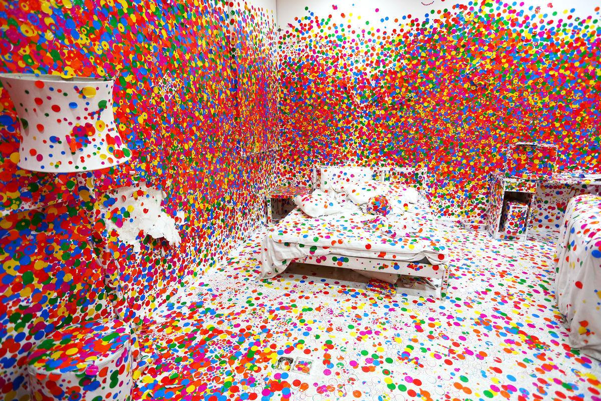草间弥生波点多彩卧室艺术图片