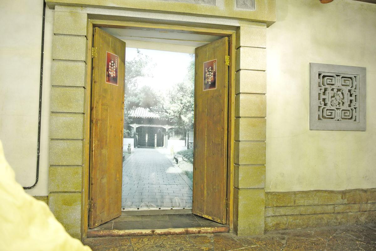 中式入户门,雕花木门,中式大门中式宅院大门,大宅门,老式木门,仿古木图片