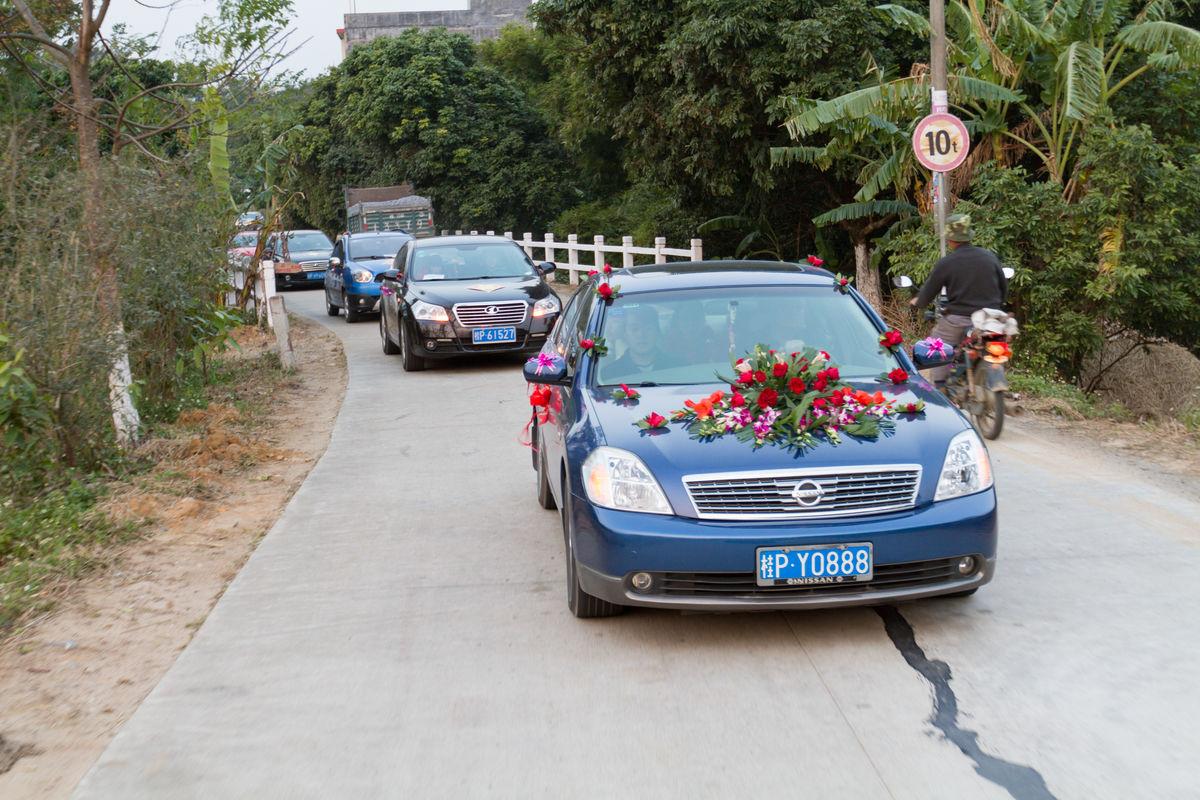 :把你的名片多给几个婚纱摄影 怎样加入当地婚礼车队   : 1先找