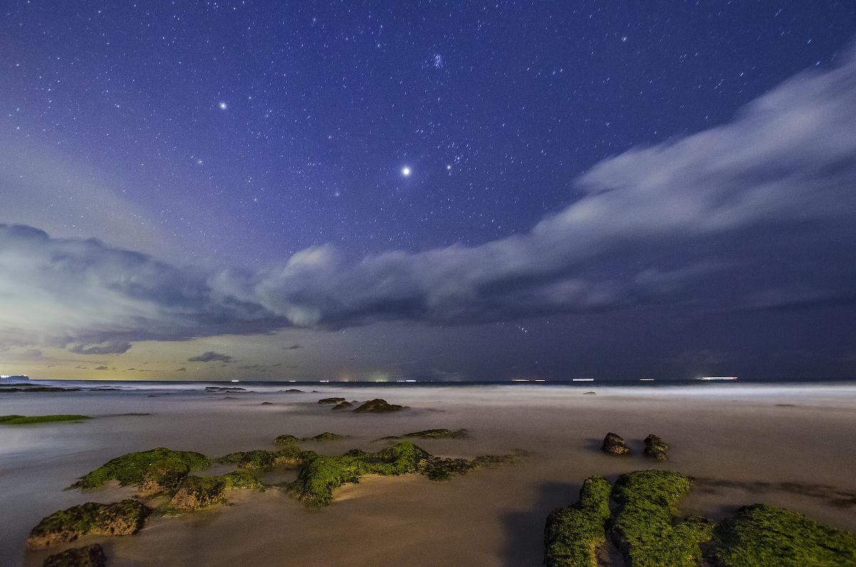 夜海滩和星空图片