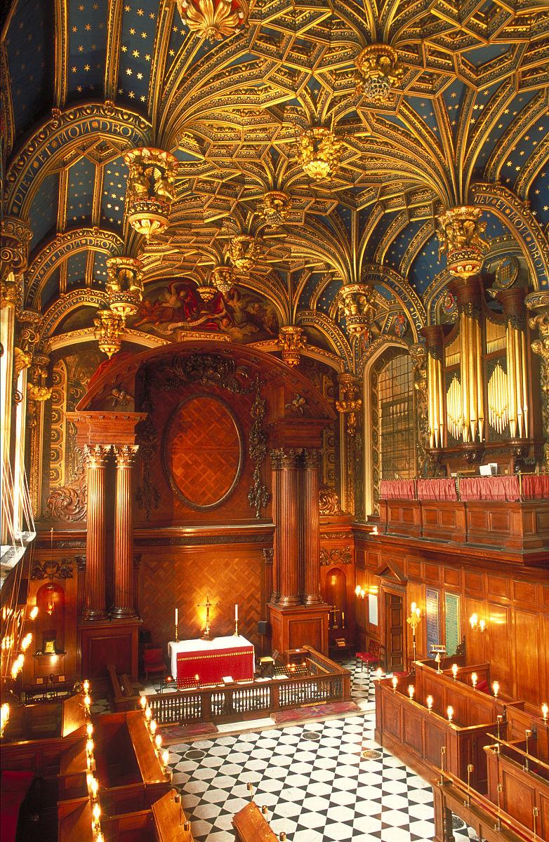 皇家教堂的宏伟内部景观,这是皇家宫殿在伦敦汉普顿皇宫的黄金禧.图片
