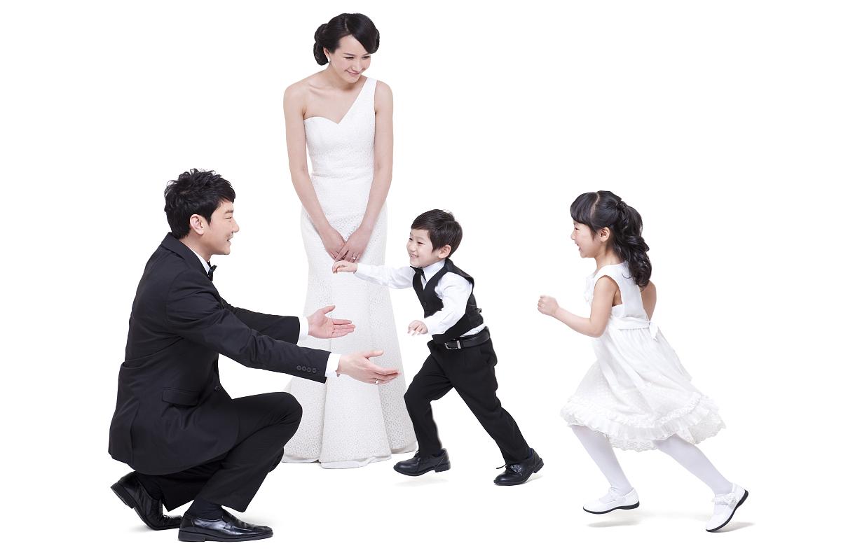 温馨一家人拥抱图片