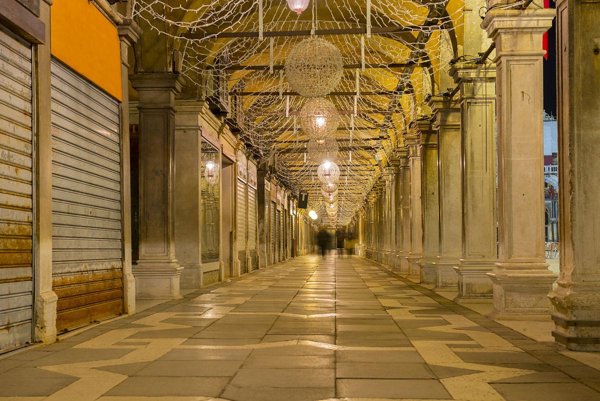 建筑结构,建筑,旅游目的地,水平画幅,运动模糊,室内,宫殿,步行,柱子图片