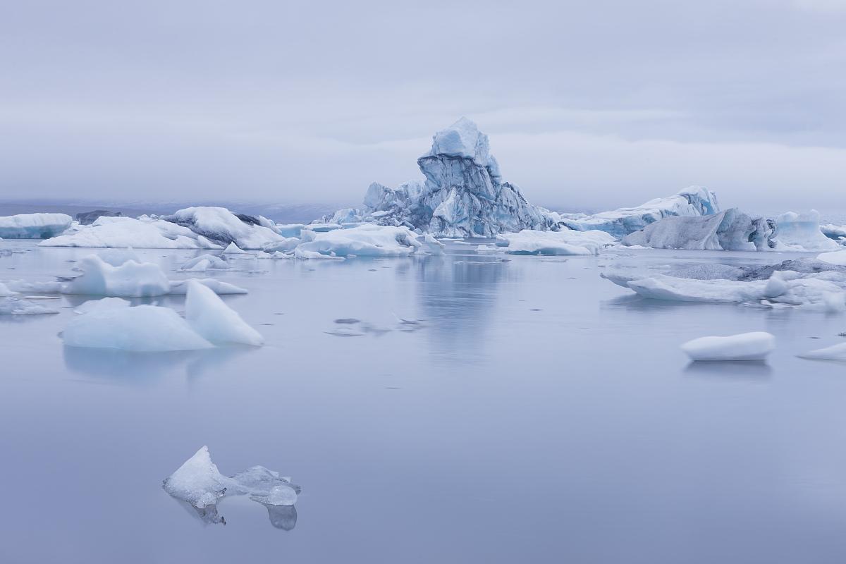 冰山漂浮在冰川河泻湖,jokulsarlon,冰岛图片