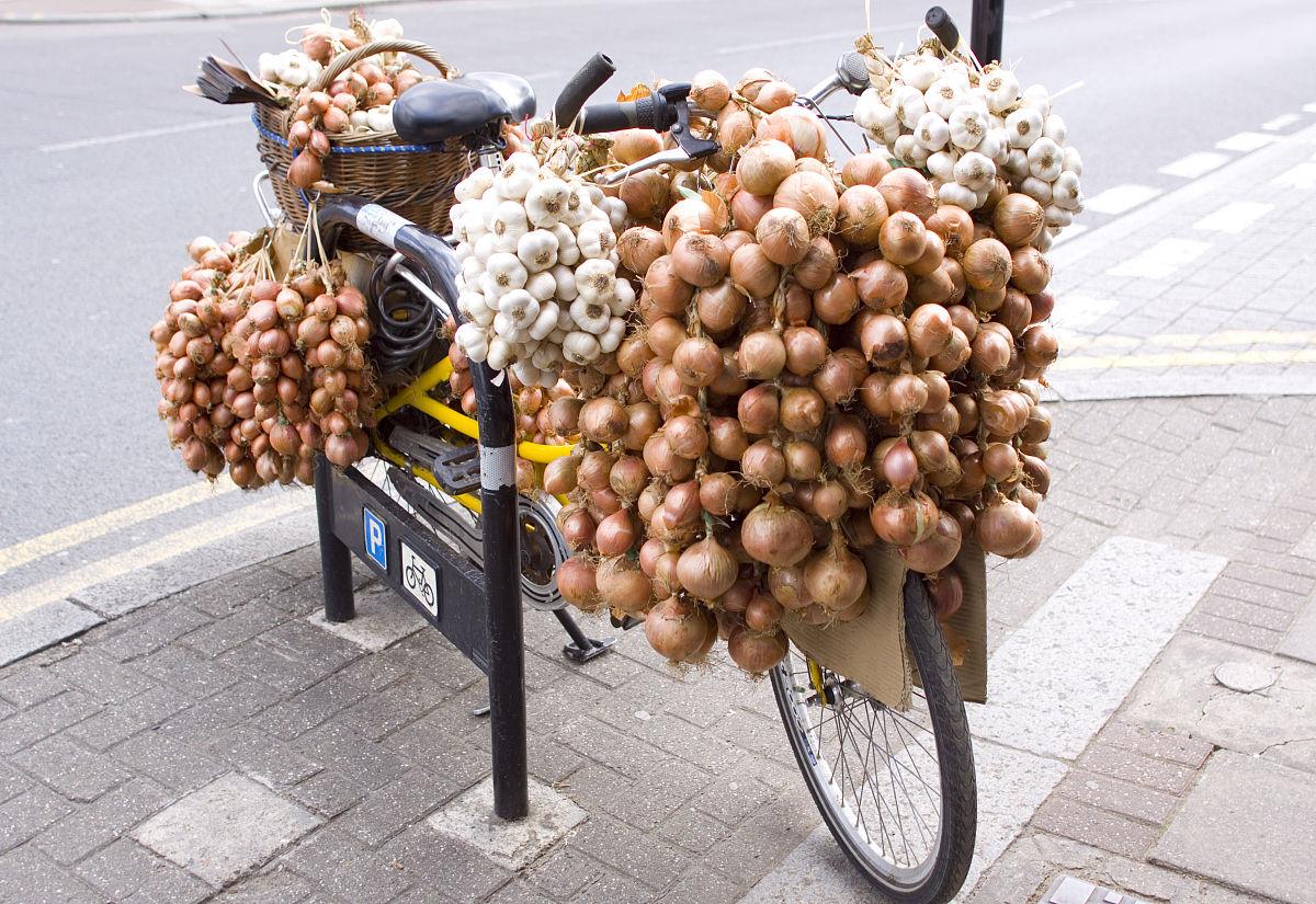 大蒜和洋葱送货自行车图片
