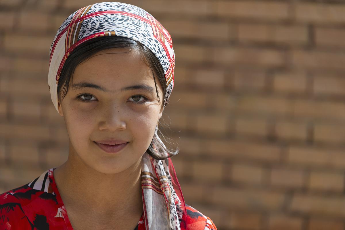 新疆女人��i&�f�x�_20到24岁,亚洲人和印度人,白昼,新疆维吾尔自治区,喀什,一个人,女人