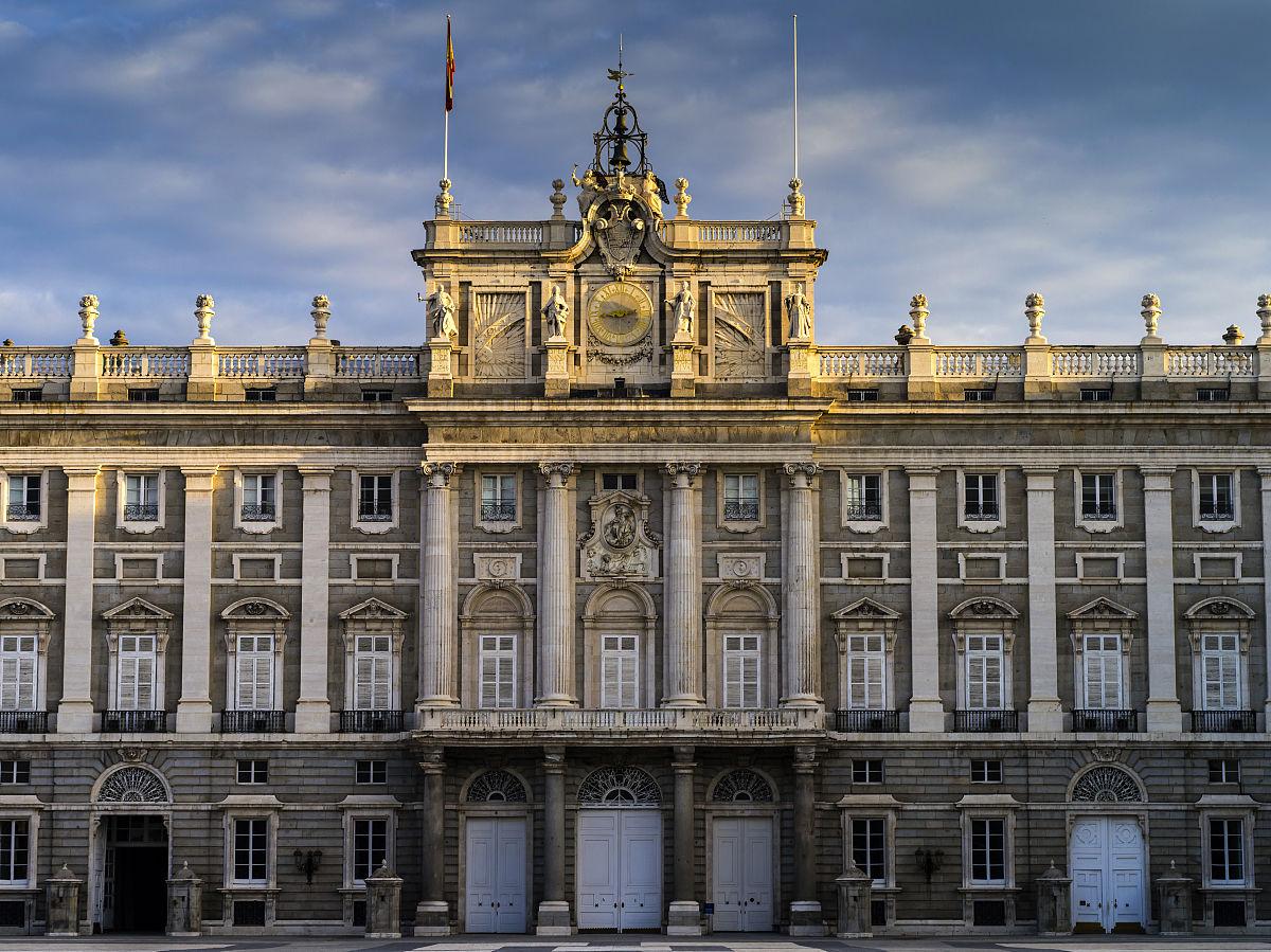 欧洲,西班牙,马德里,皇宫,宫殿,早晨,大理石,路灯,秋天,天空,建筑图片