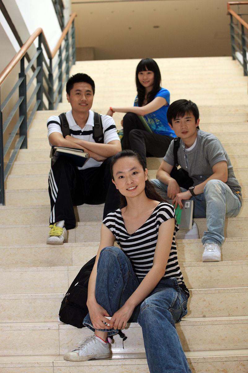 东方大学生图片
