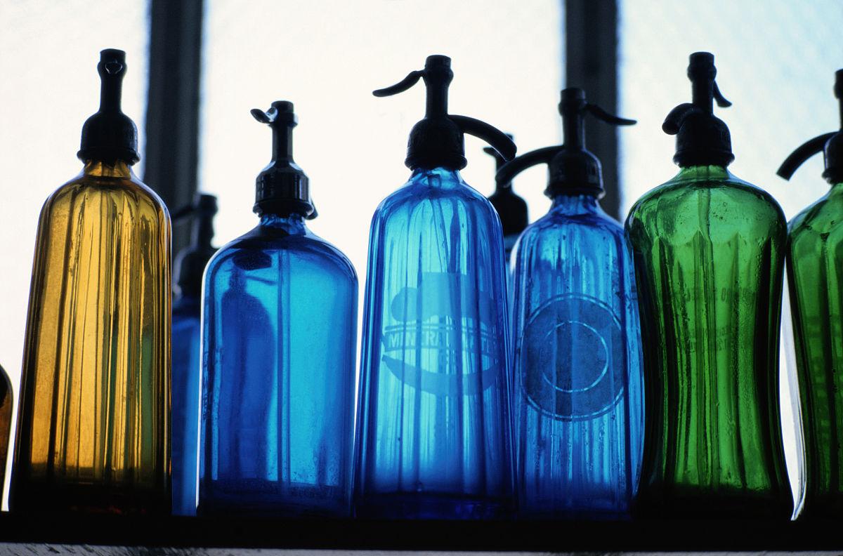 矿泉水瓶子图片
