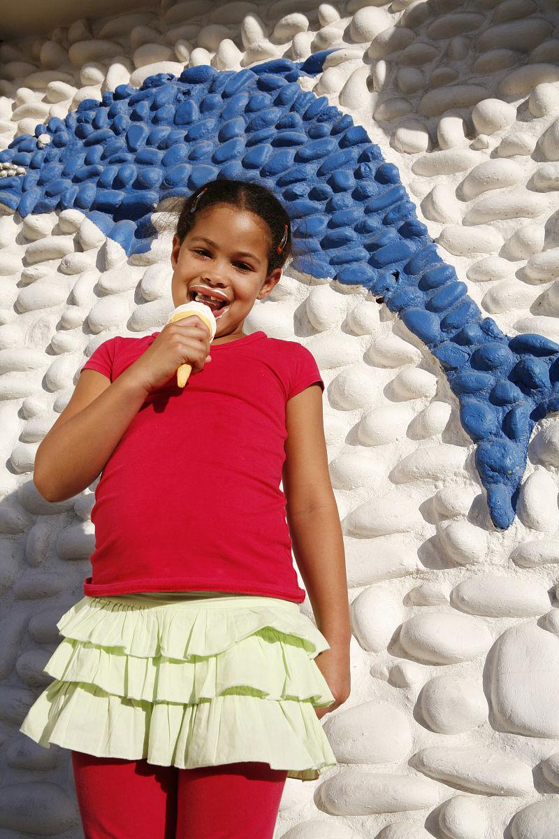 彩色图片,冰淇淋蛋卷,西开普省,仅一个女孩,肖像,露齿笑,非洲人,仅图片