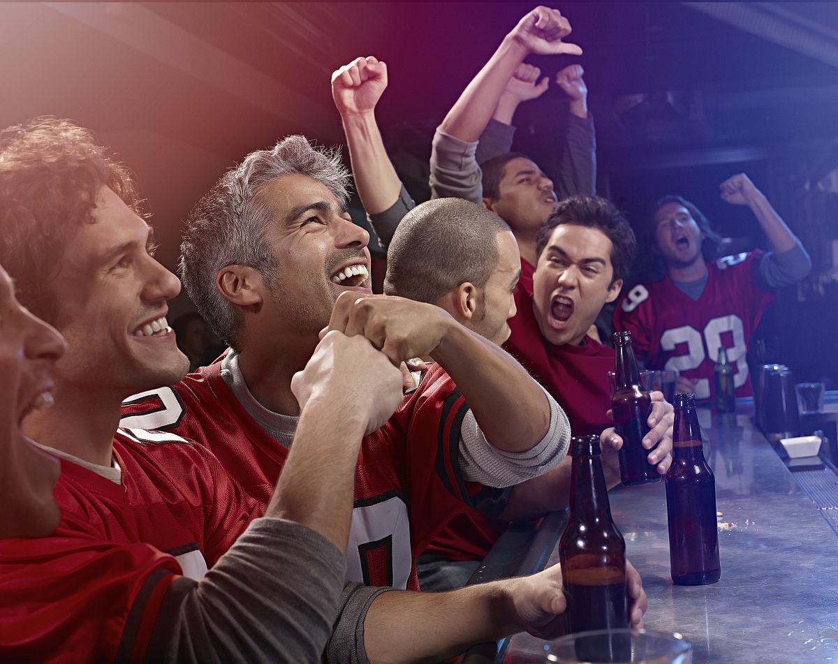 观看37_球迷观看比赛
