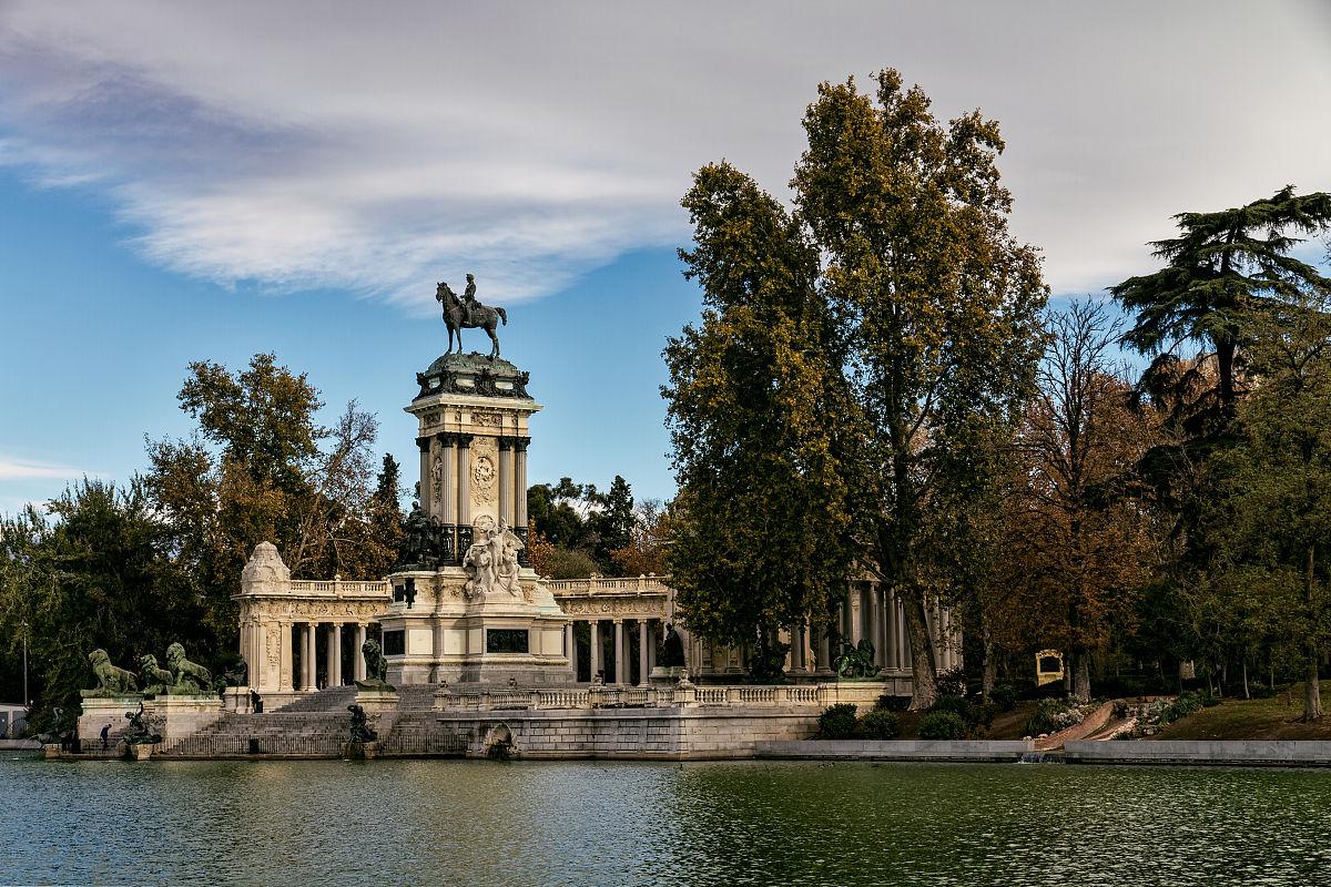 2015十二甞��c�z_丽池公园,池塘和阿方索纪念碑十二