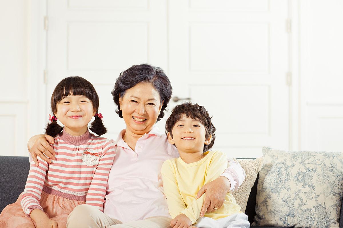 奶奶和孙子xinjiao_奶奶和孙子