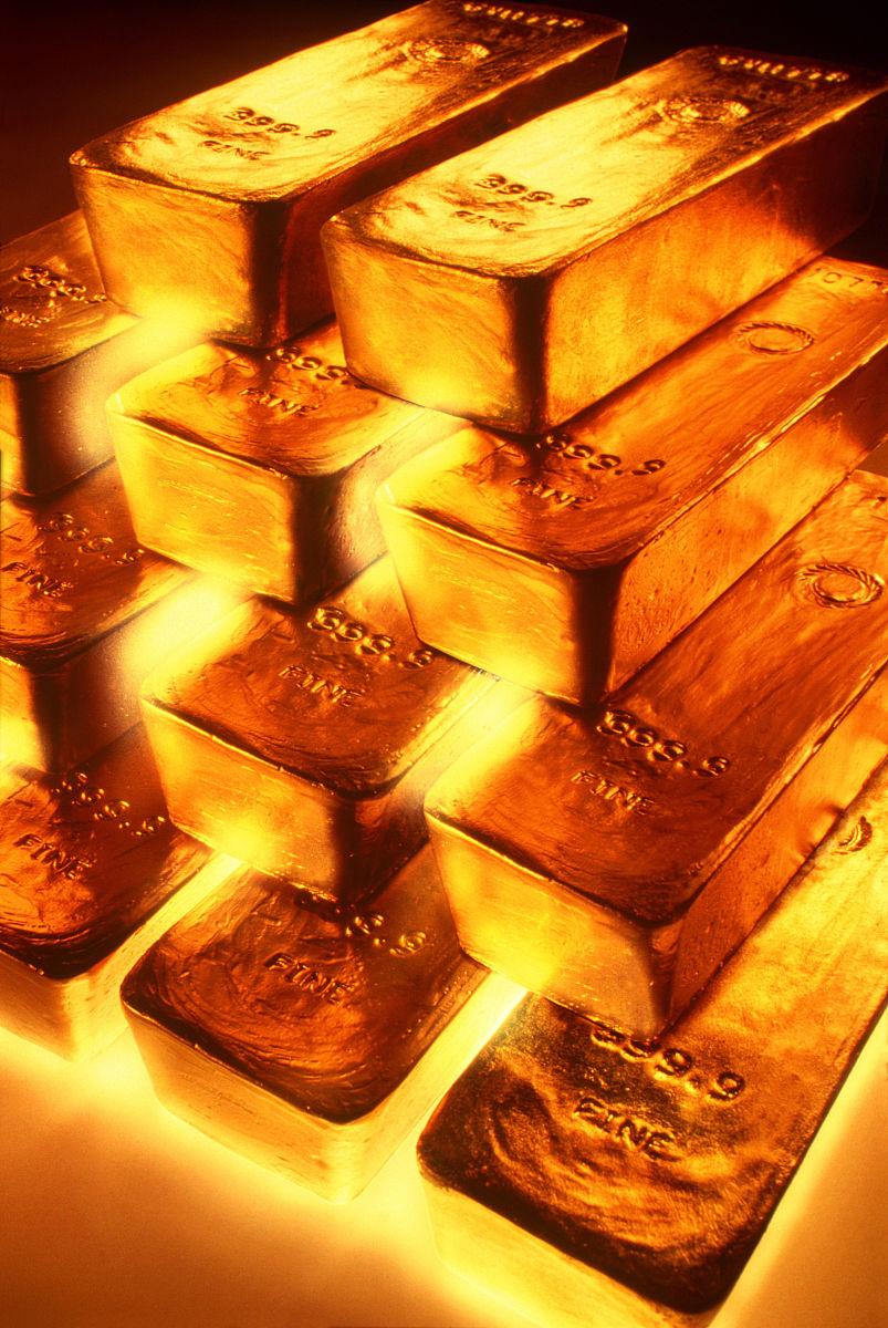 一锭金子是多少克_堆叠的黄金锭,特写