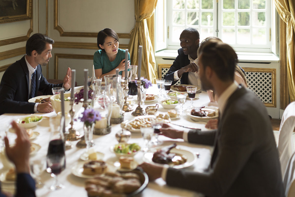 酷,人,非裔美国人,室内,桌子,婚礼客人,青年人,多种族,白人,深情的,吃图片