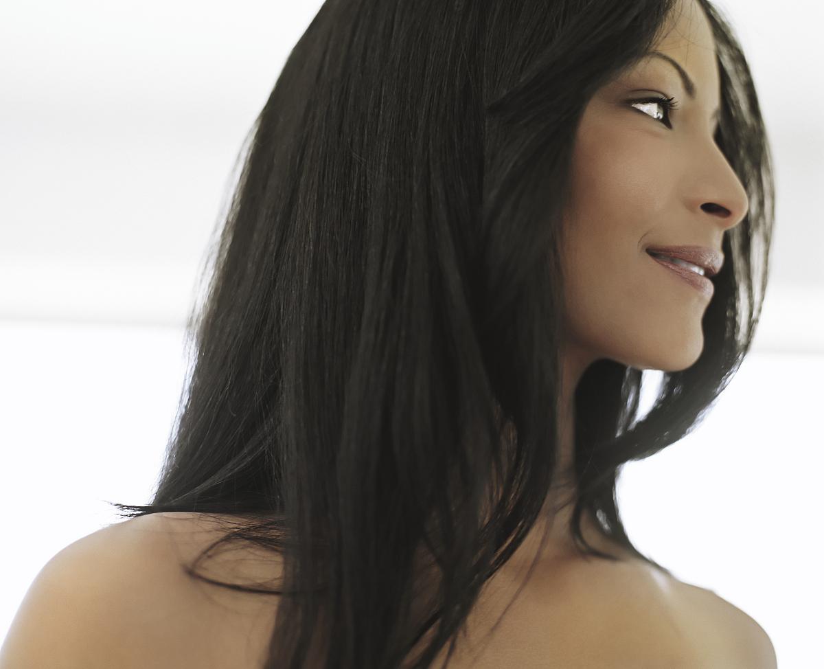 仅女人,仅一个女人,拍摄环境,室内,成年人,青年人,女人,发型,直发,仅图片