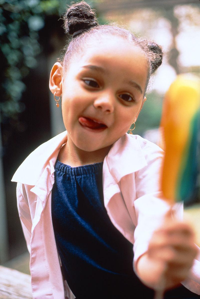 儿童,冰棒,诱惑,彩色图片,发辫,往下看,档案,女孩,仅一个女孩,非洲人图片