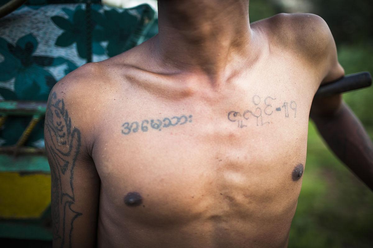 水平画幅,纹身,缅甸,曼德勒,蒲甘,佛教,成年人,男人,摄影,栗子,图像图片