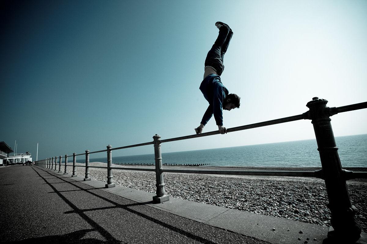 3d极限跑酷电脑版_跑,一个人,健康生活方式,锻炼,彩色图片,手倒立,逃,极限运动,跑酷