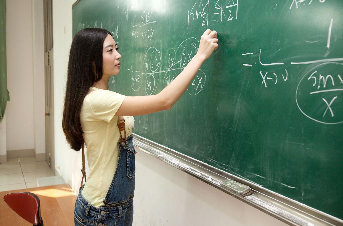 20多岁,中国人,衣服,时尚,休闲装,长发,亚洲,摄影,肖像,亚洲人,大学生图片