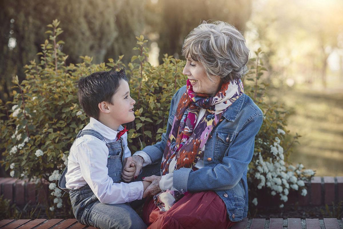 奶奶和孙子xinjiao_奶奶和孙子快乐