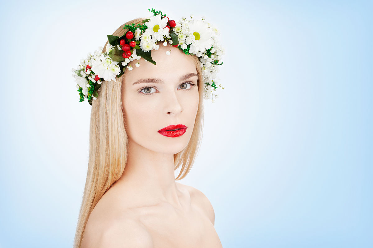 美丽的女人与鲜花图片