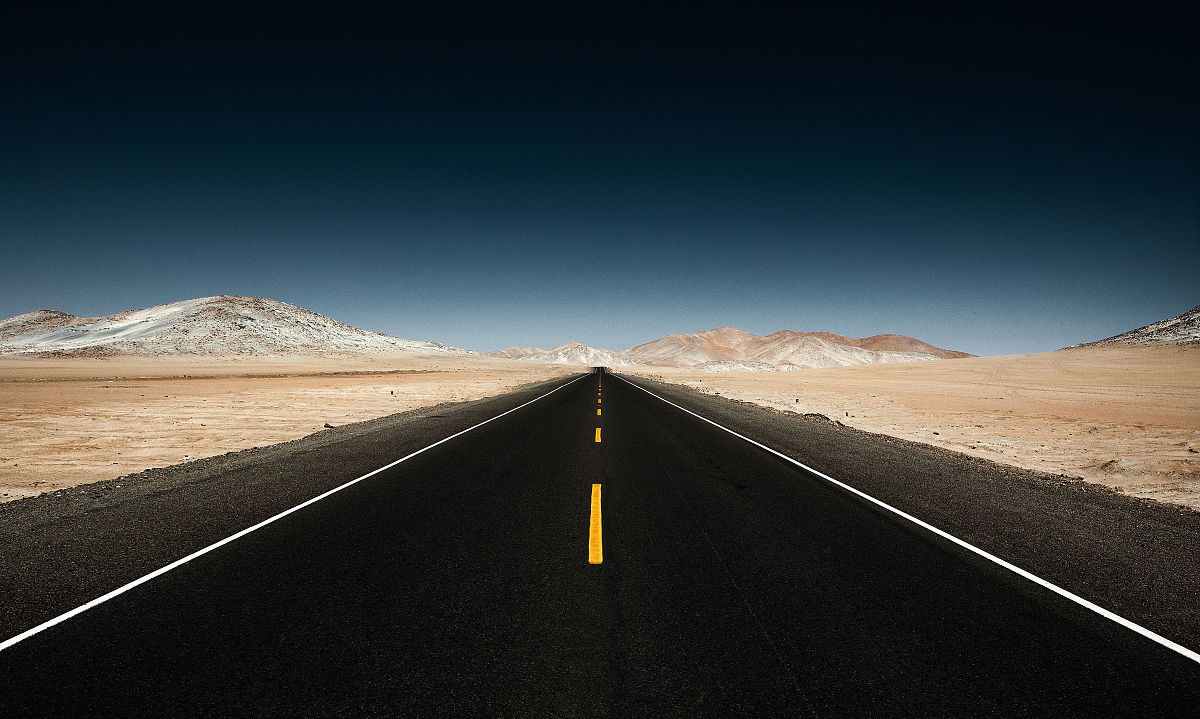 直�yaY�Y��&_无尽的直路穿越沙漠山脉