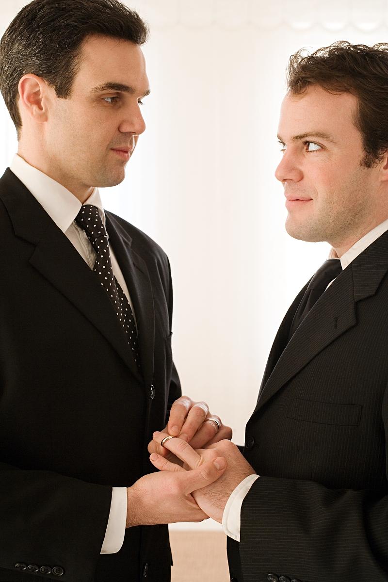 中年同性恋伴侣,室内,同性恋,男同性恋者,面部表情,微笑,婚礼,结婚图片