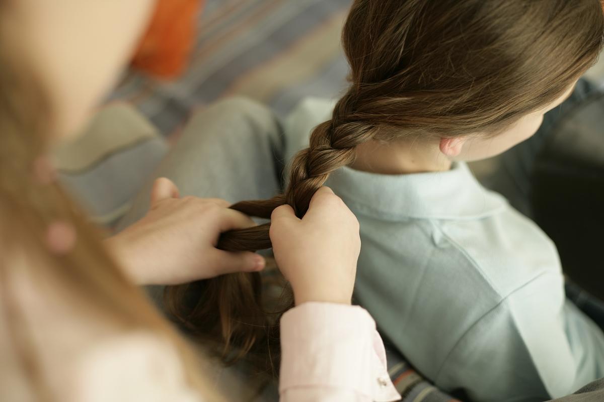操12岁女二逼_女朋友的头发编织