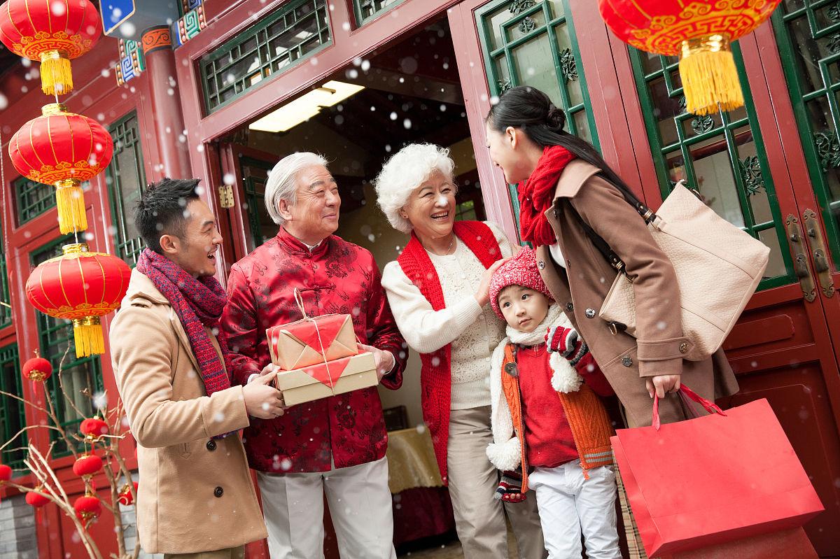 东方人,全家福,四合院,温馨家园,中国元素,拜年,亲情,唐装,中式庭院图片