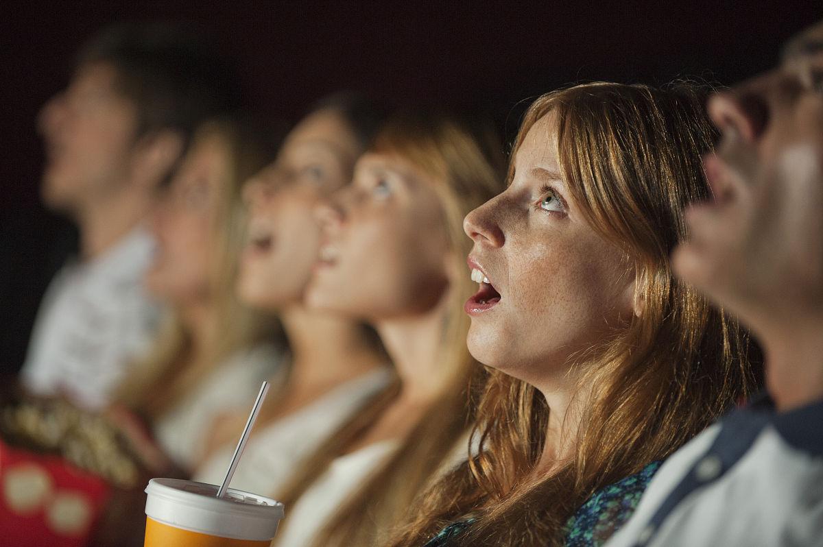 电影琪琪影院_女人在影院看电影时表情震惊