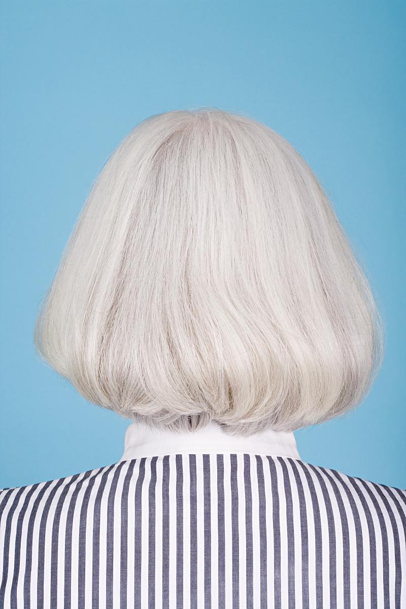 衬衫,肩,简单,条纹,影棚拍摄,垂直画幅,白发,肖像,优美,侧面像,发型图片
