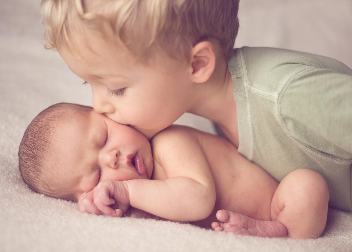高哥哥妹妹_大哥哥亲吻新生小妹妹