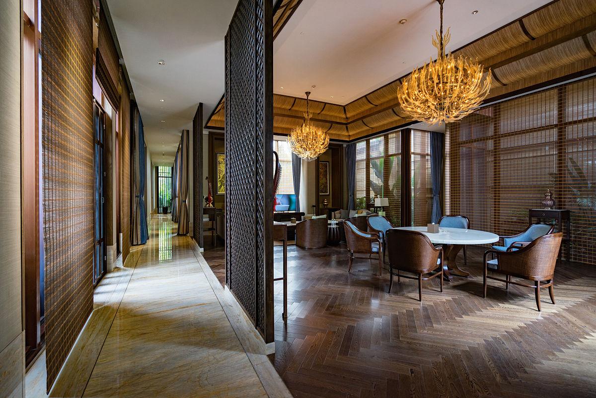 会议室,走廊,别墅,样板房,水晶吊灯,沙发,硬木地板,隔断,装饰品,木制图片