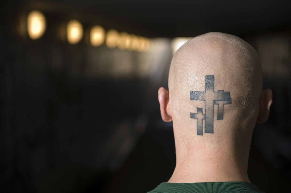 宗教,隧道,20到29岁,30到39岁,人体,摄影,与摄影有关的场景,十字架,人图片