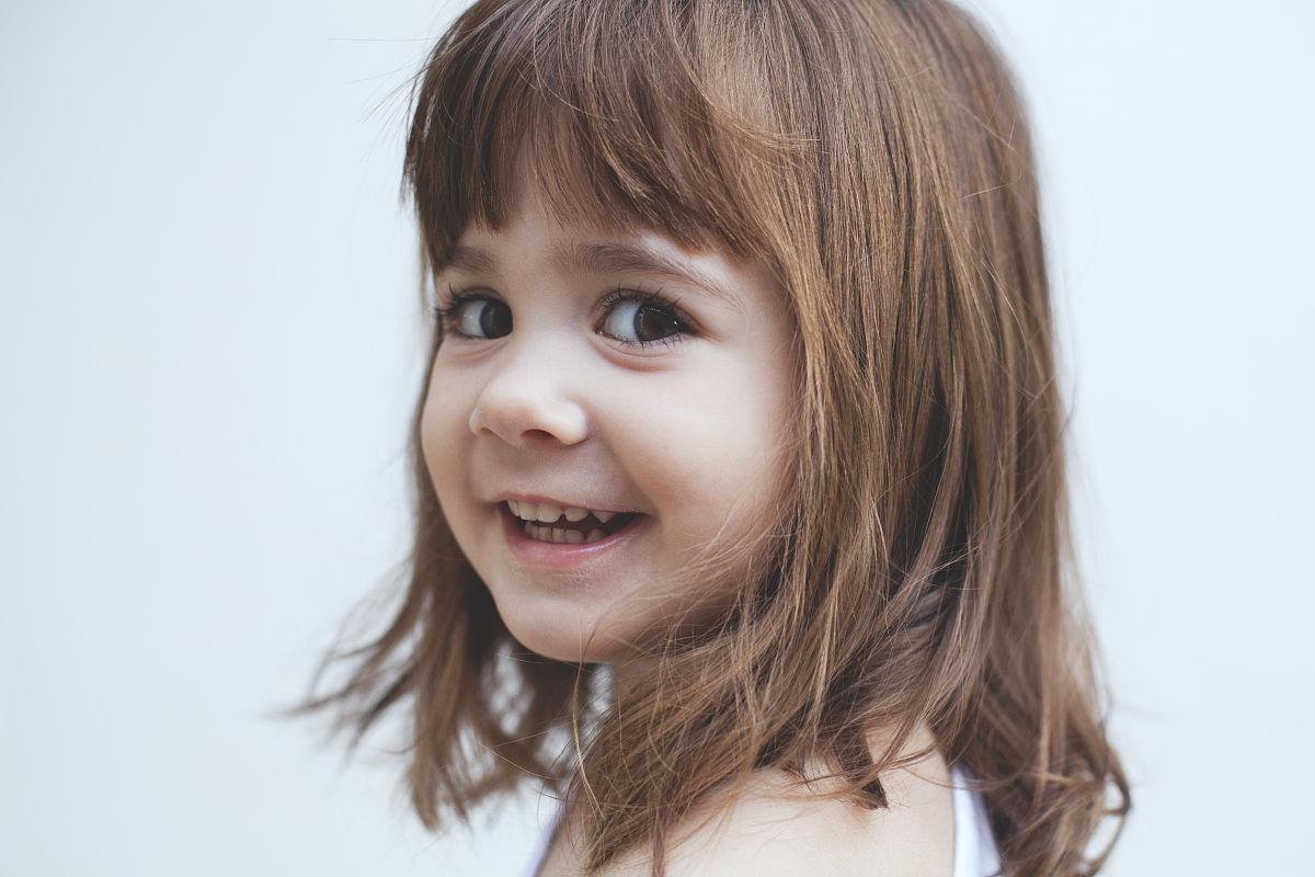 小女孩肖像图片