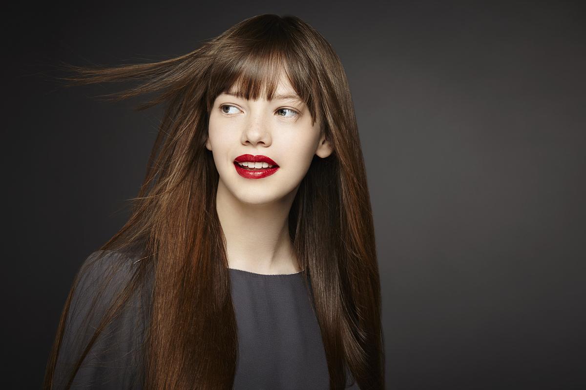 留白,少女,仅一个少女,肖像,时尚,仅青少年,面部表情,挑染,直发器图片