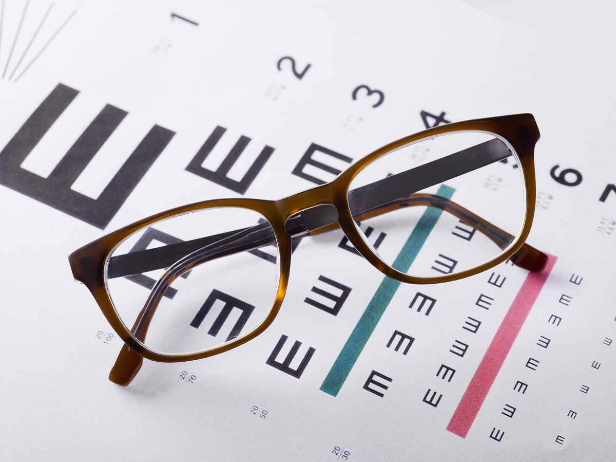 眼镜��.�yb�h�.�Y�j_医学检查图上的眼镜