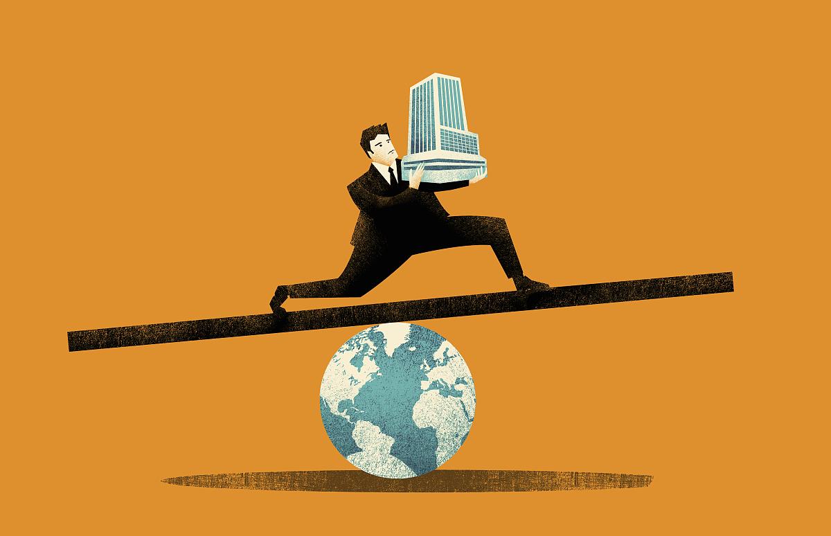 平衡_商人在环球跷跷板上平衡办公大楼