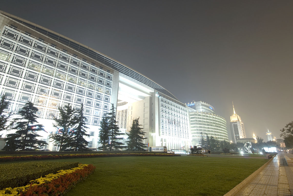 中国,北京,建筑在夜间照明图片